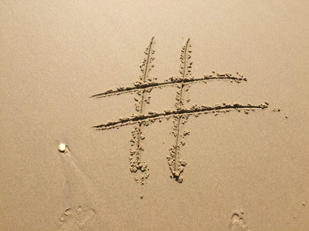 浜辺にハッシュタグ